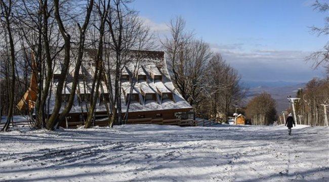 Micsoda látvány: március végén hó borítja Kékest - fotók
