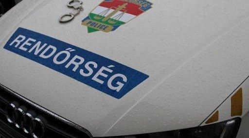 Rendőrök vigyázzák a karanténba zárt férfit Szekszárdon -Néhányan elvesztették a fejüket