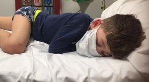 Ötéves koronavírusos angol kisfiú: Tényleg meg fogok halni?