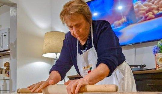 A gasztronómia szerelmesei számára online tésztakurzust indított egy olasz nagyi