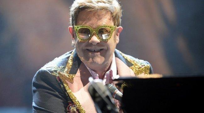 Milyen cukik Elton Johnék, ahogy otthon szülinapoznak!