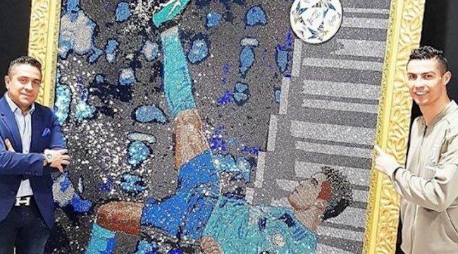 50 milliót ér egyetlen kép – mondjuk Swarovski-kristályokból van