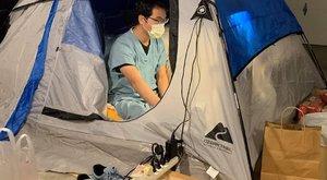 Így védi feleségét és gyermekeit a koronavírustól egy orvos