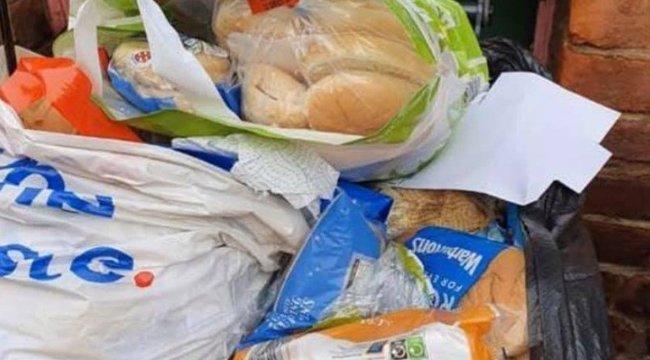 Kezdenek lejárni a tartós élelmiszerek– Sorra dobálják ki a felhalmozott ételeket az emberek