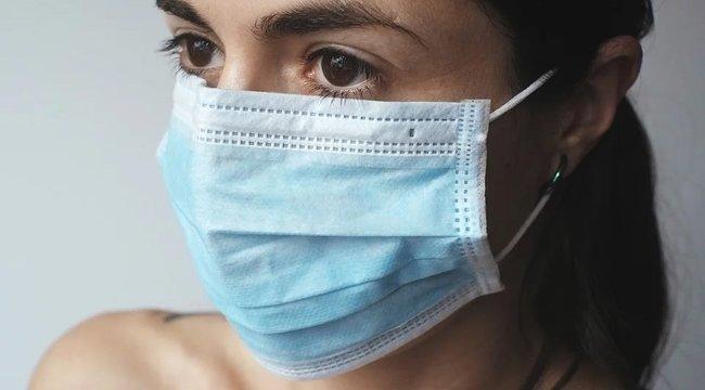 Ezek lehetnek az első koronavírus-tünetek - órákkal a fertőzés után már megjelenhetnek