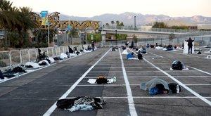 Ideiglenes hajléktalanszálló lett a parkolóból: a beton ágyakon is tartják a kellő távolságot – fotók
