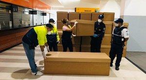 Ecuadorban már rendes koporsó sem jut a halottaknak a koronavírus miat, csak karton
