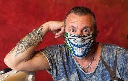 Kabai Laci is maszkokat gyárt – videó