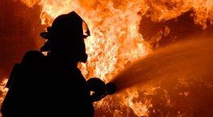 Tragédia: Kigyulladt egy lakás Óbudán, egy ember meghalt