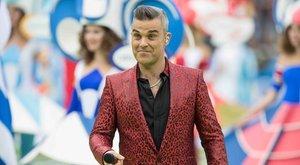 Páncélos harcost játszik otthon az unatkozó Robbie Williams