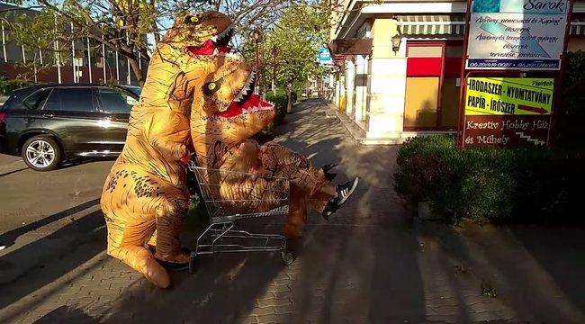 Dinoszauruszokrandalíroztak Érden