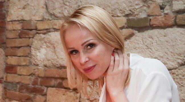 Köllő Babett megfejtette a kapcsolatok titkát: aki jobban szeret, az szív