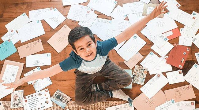 120 levelezőtárs lepte meg a kisfiút