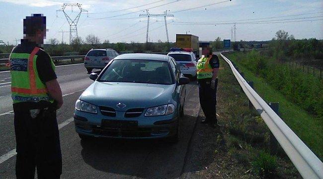 Jogsi nélkül, szemben a forgalommal vezetett az autópályán egy csongrádi férfi