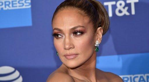 Így még biztosan nem látta Jennifer Lopezt: megvillantotta szépséges fürtjeit – fotó