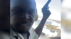 Sokkoló videón a balkonról lövöldöző ámokfutó – Önmagát is lefilmezte akció közben a férfi