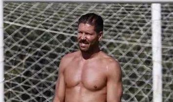Öreg ember, nem vén ember: Adónisz focisták, akiknek negyven felett is fantasztikus testük van – szexi fotók