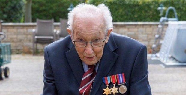 Ma ünnepi 100. születésnapját a hős veterán, aki több mint 12 milliárd forintot gyűjtött a brit egészségügynek – videó