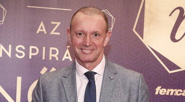 Győrfi Pálesz, párna, festmény és mellszobor - nincs, amit jelenleg ne lehetne eladni a szóvivő nevével
