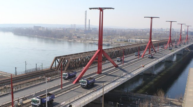 Csak fotózni akart – Dunába zuhant egy tini a Rákóczi hídról