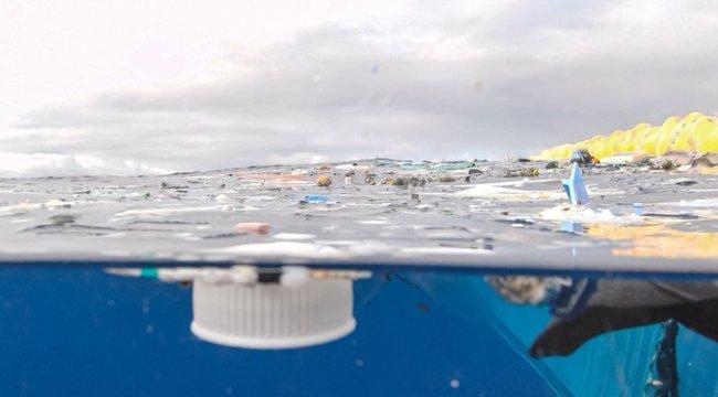 Belefulladunk a PET palackba – magyarországnyi szeméthegyek úsznak az óceánokban