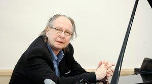 Balázs Fecó szakállal tiltakozik a járvány ellen