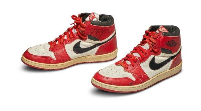 A világ legdrágábbja lett Michael Jordan használt cipője