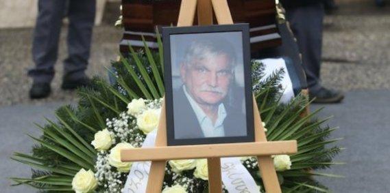 Gyalázat: megrongálták és megloptákWichmann Tamás sírját – fotó