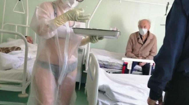 Csak melltartó és bugyi volt az ápolónő védőruhája alatt – fotó