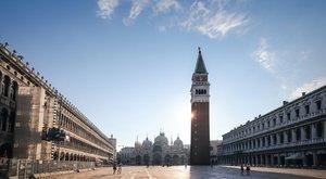 Egy méretes pénisz áll Velence központjában, még maszkot is adtak rá