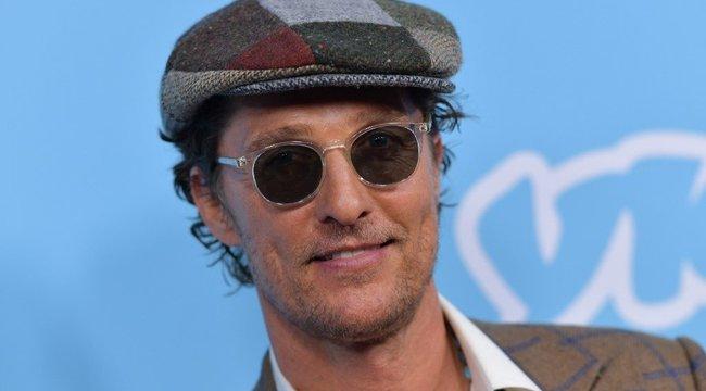 Maszkokkal jótékonykodik Matthew McConaughey - fotó