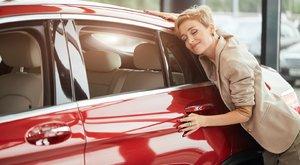 Minden tizedik brit jobban szereti az autóját, mint a párját – vajon mi a helyzet itthon?