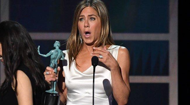 Jennifer Aniston meztelenül küzd a koronavírus ellen – fotó