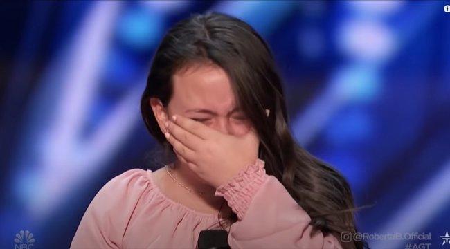 Állva tapsolta a lenyűgözött zsűri a 10 éves kislányt, azonnal bekerült az élő show-ba– videó