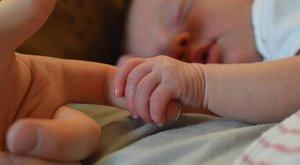 Négyszer akarták rábeszélni az abortuszra, de nem engedett az anyuka – végül egészséges kislánya született