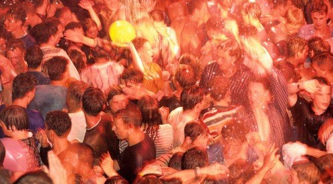 Kinyitnak a spanyol diszkók, de tilos lesz a tánc