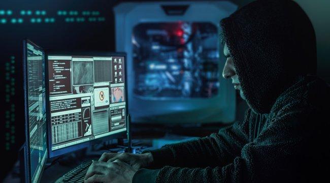 Átvehetik gépe felett az irányítást a hackerek – az OTP nevében küldenek levelet