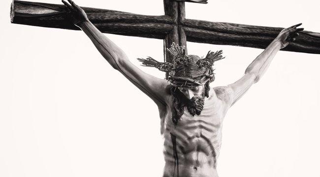 Beteg elme: bedrogozott, azt hitte ő Jézus, ezért nadrágszárral megfojtotta a barátnőjét