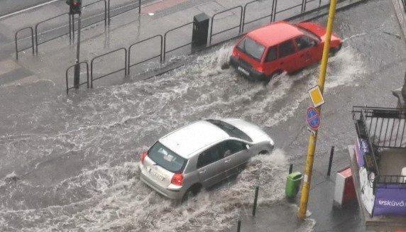 Elöntötte a víz a fővárost: egyre durvább a helyzet – fotók, videó