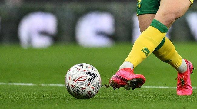 Sokan kiakadtak: hogy engedhettek pályára lépni egy koronavírusos focistát?!
