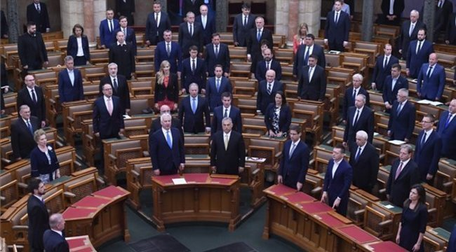 Országgyűlés:Elfogadták a veszélyhelyzet megszüntetéséről szóló törvényt