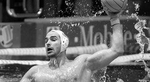 Máris üresek az uszodák – Benedek Tibort gyászolja a sportvilág
