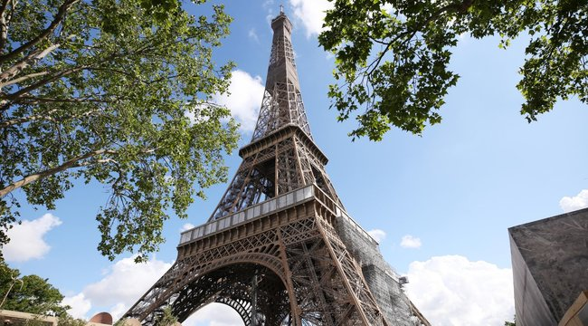 Letisztítjákaz Eiffel-torony minden négyzetcentiméterét - fotók