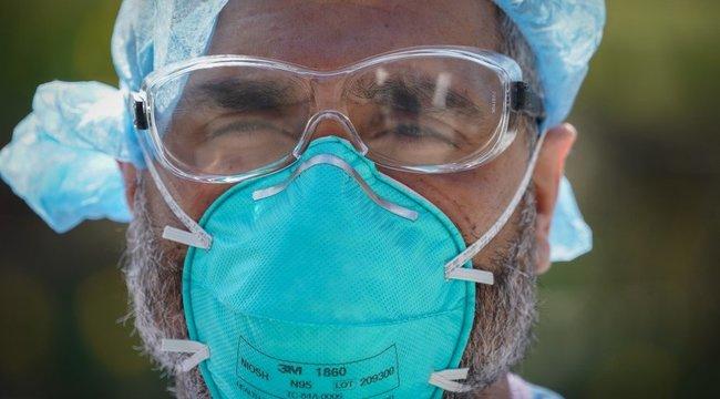 Veszélyes hülyeség terjed a Facebookon:Nem, nem kezdtek el megbetegedni azok, akik maszkot hordanak!