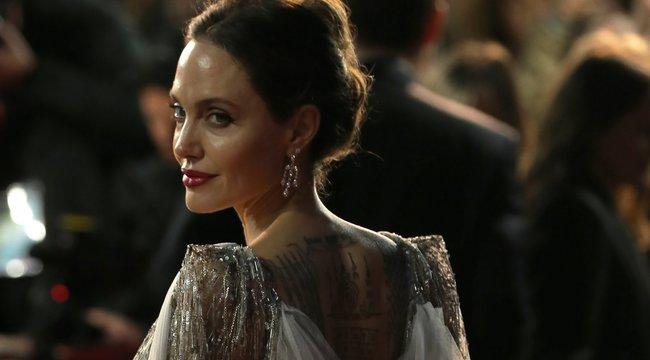 Sötét erők: Nyakában hordta a szerelme vérét Angelina Jolie
