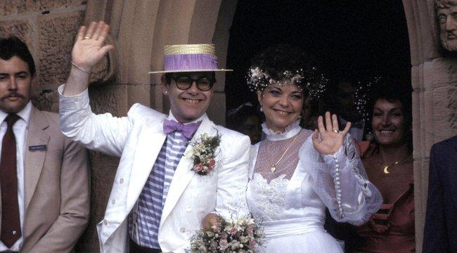 Több mint három évtizeddel válásuk után pereli exe Elton Johnt