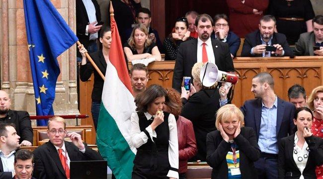 A baloldal meg akarja akadályozni, hogy a magyarok elmondják a véleményüket – videó