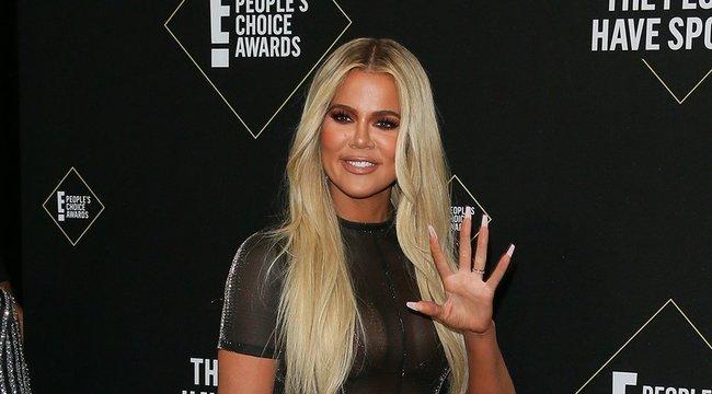 Khloé Kardashian tényleg ennyire hosszúpuska, vagy csak túltolta a Photoshopot?