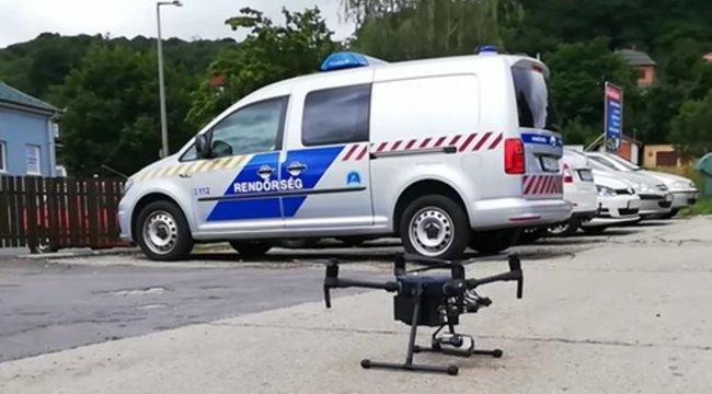 Már drónnal is figyeli az utakat a magyar rendőrség – videó