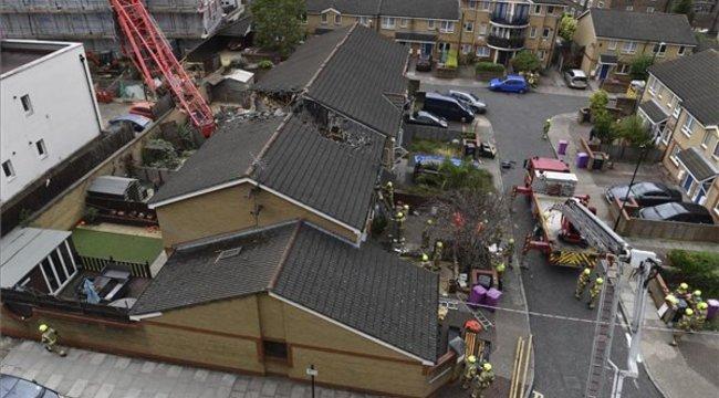 Brutális baleset: lakóházakra zuhant egy toronydaru Londonban – videó